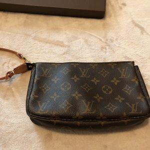 d925bfb5a9b2 Louis Vuitton Bags - Louis Vuitton pouchette
